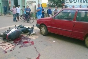 Espera Feliz: Batida entre carro e moto deixa um ferido