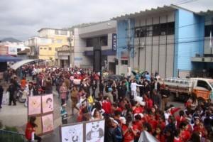 """Manhuaçu: """"Caminhada pela Vida"""" reúne centenas de pessoas"""