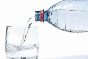 Vida e Saúde: Água em jejum emagrece?