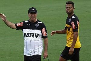 Atlético: Levir Culpi mantém time em treinamento