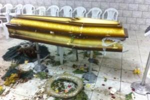 Ipatinga: Criminosos ateiam fogo em caixão