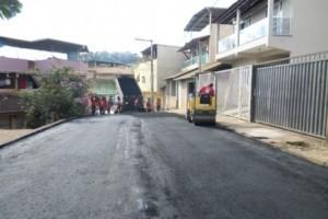 Manhuaçu: Rua Breder é pavimentada na Ponte da Aldeia