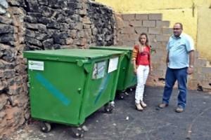 Manhuaçu: SAMAL coloca lixeiras no Engenho da Serra