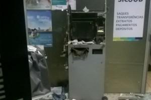 São Francisco do Glória: Explodem o caixa eletrônico, mas não levam nada