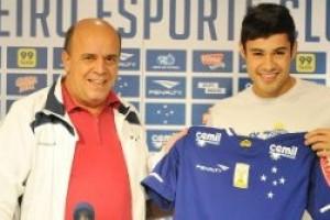 Cruzeiro: Vinicius Araújo é apresentado. Fábio na pauta de renovação
