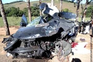 Divino: Acidente mata uma pessoa BR 116. 3 feridos graves