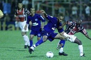 Brasileirão: Cruzeiro é recebido por torcedores no Sul