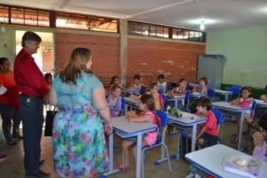 Manhuaçu: Escolas municipais começam a receber novas carteiras