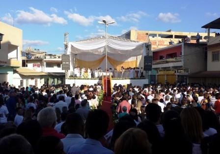 padre-reginaldo-ordenado-vilanova-manhuacu-cerimonia-3
