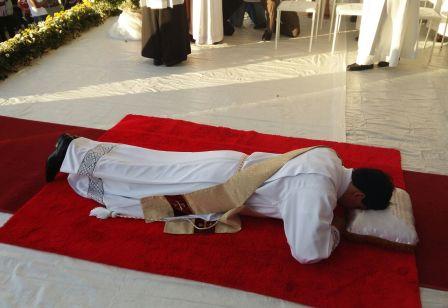 padre-reginaldo-ordenado-vilanova-manhuacu-cerimonia
