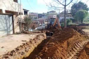 Manhuaçu: Ruas de Vilanova recebem rede pluvial e calçamento