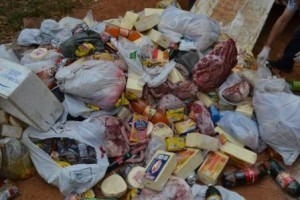 Manhuaçu: VISA inutiliza mais de mil quilos de alimentos