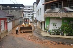 Manhuaçu: Prefeitura realiza limpeza emergencial no Coqueiro