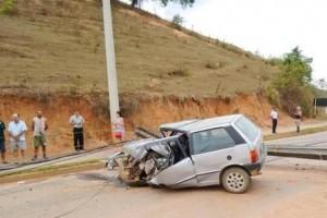 Matipó: Motorista morre em grave acidente. Bateu em poste