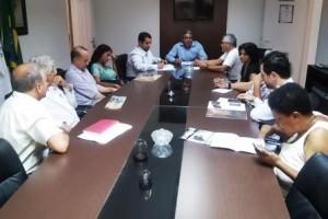 Manhuaçu: Vereadores recebem diretor do SAAE que expõe sobre a falta de água