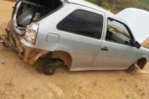 Fervedouro: Polícia encontra carro roubado e furtado