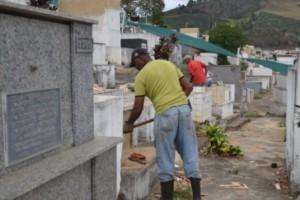 Manhuaçu: Cemitério Municipal passa por limpeza para o dia de Finados