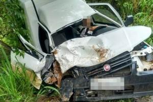 Estradas: Fiorino bate de frente com caminhonete