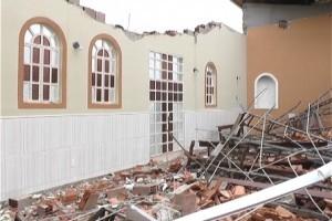 Piedade de Caratinga: Vento derruba telhado de igreja