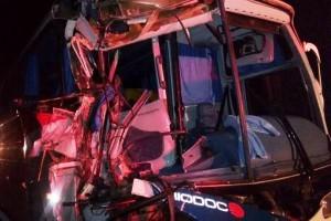 Oito feridos em acidente com ônibus que saiu de Ipanema