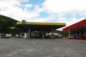 Manhuaçu: Foragido da justiça ameaça atear fogo em posto de combustível