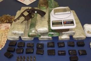 Ipanema: PM apreende drogas e arma no Bela Vista