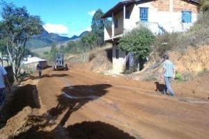 Manhuaçu: Moradores de Bom Jesus aguardam término de obra em rua