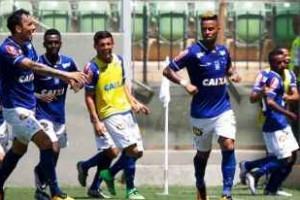 """Clássico: Rafael Silva comemora gol com """"provocação"""""""