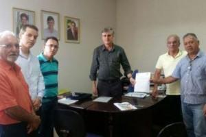 Manhuaçu: Maçonaria e Rotary entregam manifesto sobre Aedes aegypti