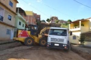 Manhuaçu: Rua recebe calçamento na Vilanova