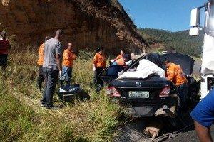 Caratinga: Três pessoas da cidade morrem em grave acidente na BR 381
