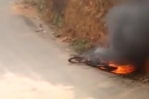 Manhuaçu: Confusão e moto queimada no Sagrada Família