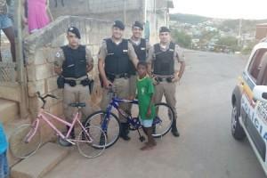 Santa Rita de Minas: Uma ação bonita da PM. Criança recebe bicicleta