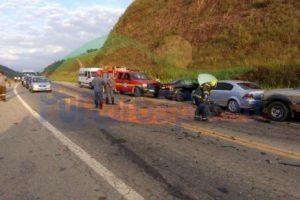 Acidente envolve 6 veículos em Manhuaçu. Dois feridos