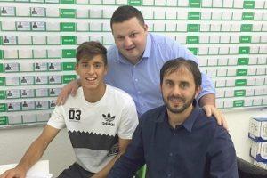 Manhuaçuense assina contrato com o Palmeiras