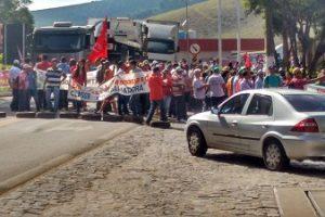 Manifestação fecha rodovias Manhuaçu