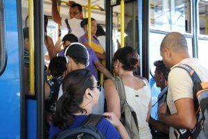 Pesquisa mostra que 86% das mulheres brasileiras sofreram assédio em público