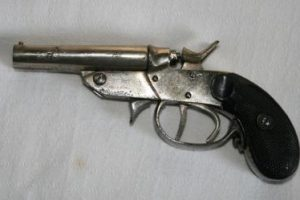 Arma e munições apreendidas em Santa Margarida