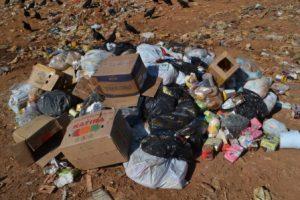 Vigilância Sanitária inutiliza produtos alimentícios apreendidos em Manhuaçu