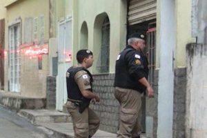 Caratinga: Casa de aposentado é invadida.  Quase 15 mil reais roubados