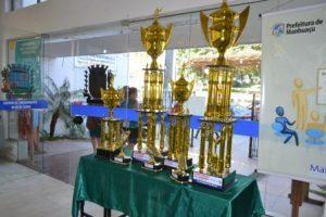 Manhuaçu: Troféus do campeonato de bairros em exposição