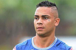 Lateral é poupado em treino do Cruzeiro. América busca reforços