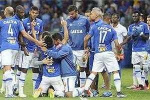 Cruzeiro vence o líder Palmeiras: 2 a 1