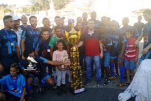 Colina e Lajinha levantam as taças do campeonato de bairros