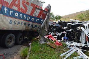 Caminhoneiro de Manhuaçu morre em acidente na BR 116