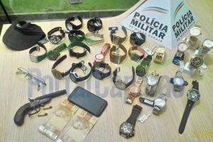 PM prende assaltantes e recupera 6 mil reais em produtos roubados de ótica