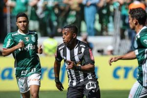Atlético vence o líder em São Paulo