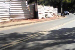 Trecho de calçada precisa de conserto na Capitão Rafael