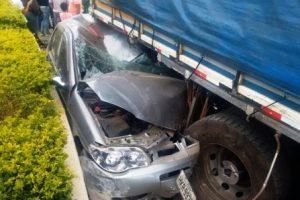 Caminhão desgovernado atinge 4 carros em Divino