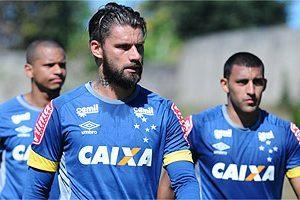 Cruzeiro espera liberação de reforços